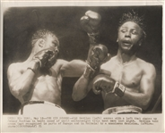 Kid Gavilan wins Welterweight Title vs. Johnny Bratton 1951 original AP photo