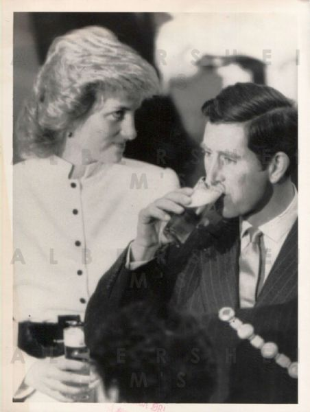 Princess Di and Charles sipping German brews - 1987 Original Photo
