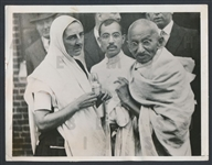 1931 Mahatma Gandhi Original Photo Indian Pacifist Revolutionary with Madeleine Slade