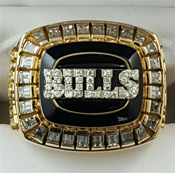 1991-92 Chicago Bulls NBA World Championship Ring Presented to Team Owner 14 K