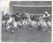 Marion Motley Circa 1948 Evades the Opposition – MUST SEE