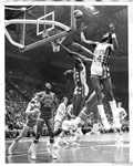 1973-74 Original TYPE I Press Photo ABA New York Nets vs. Virginia Squires Brian Taylor George Carter
