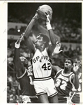 Lakers HOFers – Magic Johnson & Bob McAdoo vs Spurs Original TYPE I photo