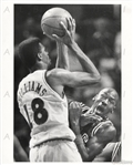 Michael Jordan Body Blocks Hot Rod Williams 1989 Press Photo