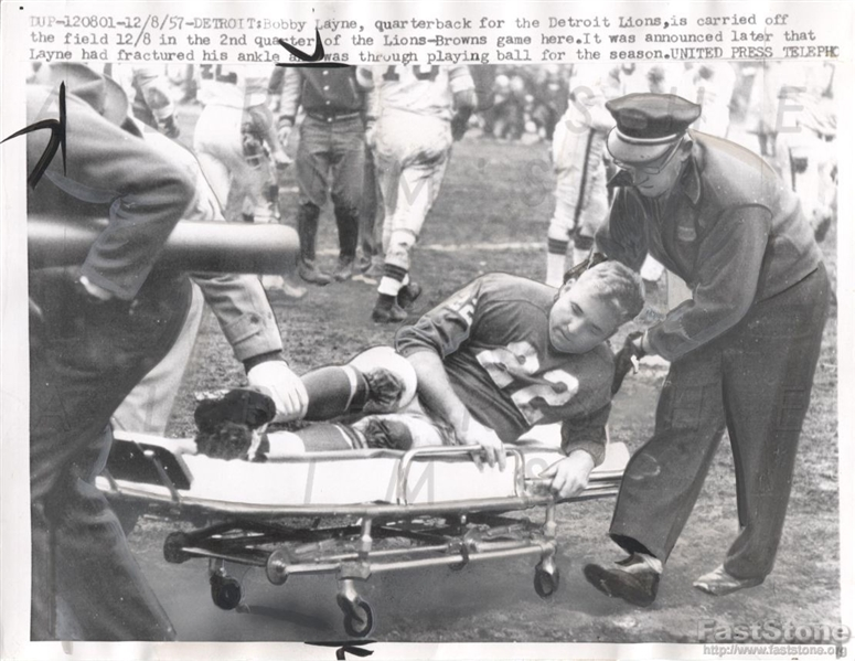 1957 Bobby Layne Detroit Lions HOF QB Carried off the Field Original UPI Wire Photo