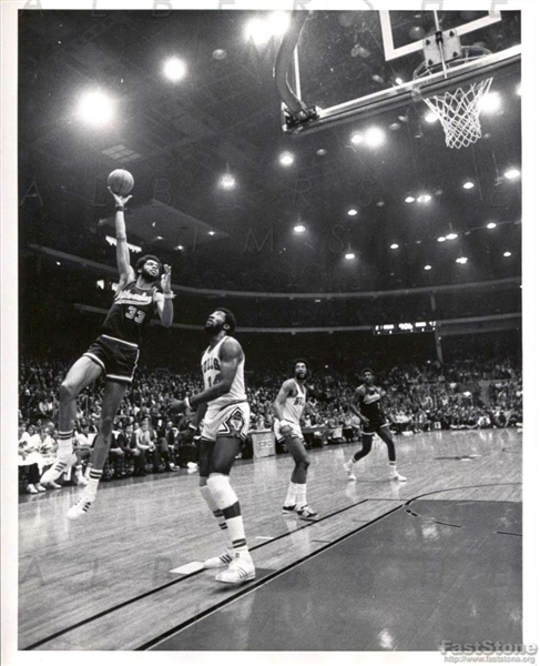 Kareem Abdul Jabbar Skyhook Circa 1973-74 with the Big O Original Type I photo
