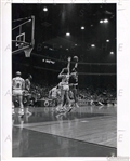 Kareem Abdul Jabbar Skyhook vs. Bulls Dennis Awtrey Original Type I photo