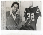 OJ Simpson Poses with his Heisman Trophy and USC Jersey in 1973 AP wire Photo