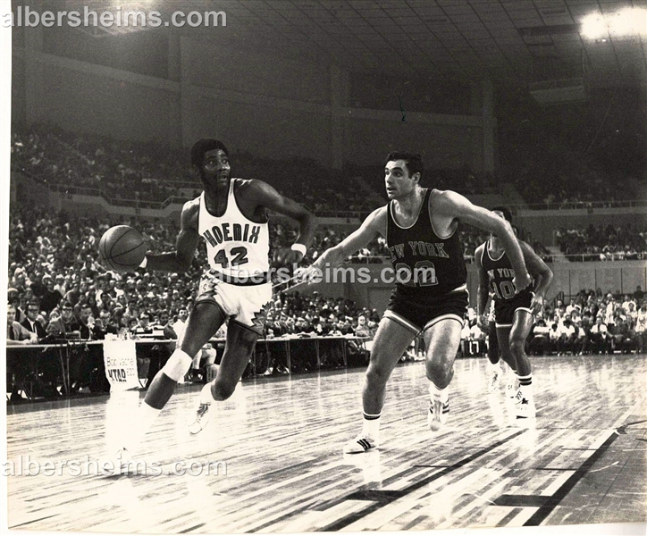 Early 70's Connie Hawkins vs. New York Knicks Dave DeBusschere Original TYPE 1 photo